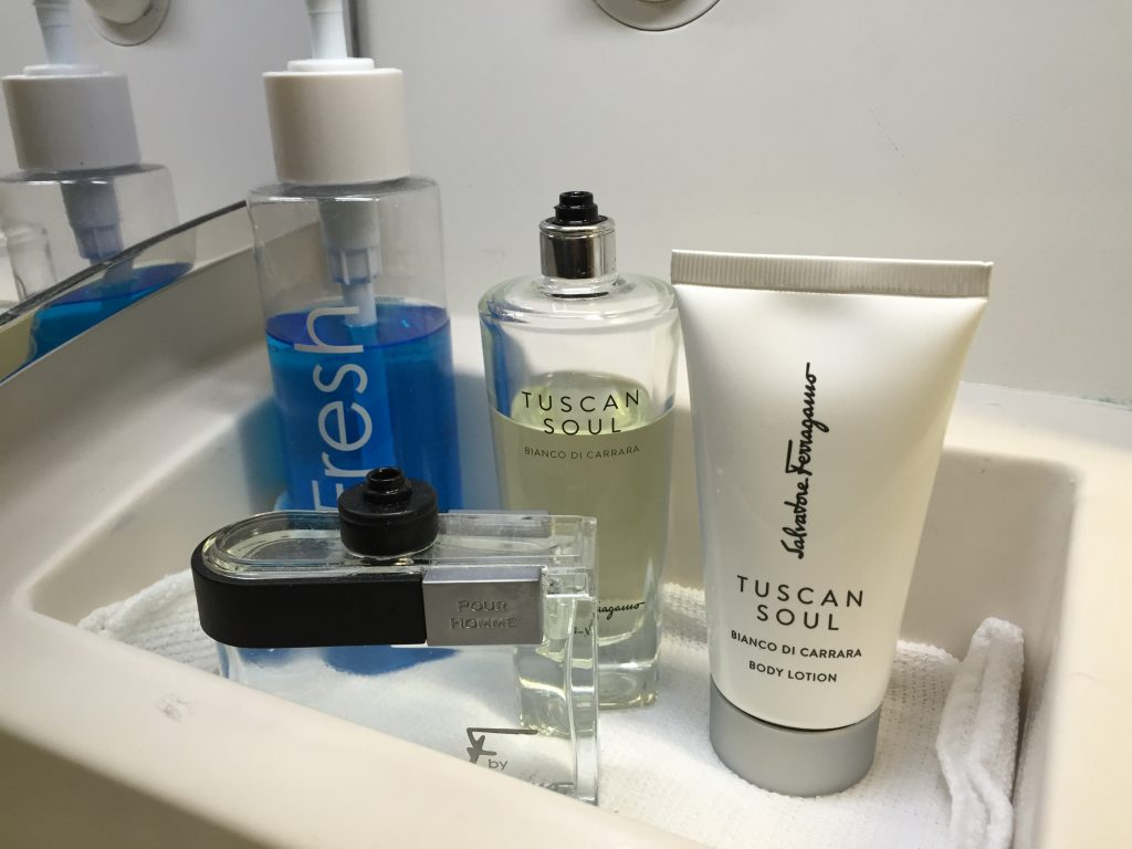 Singapore Suites Class Toiletries