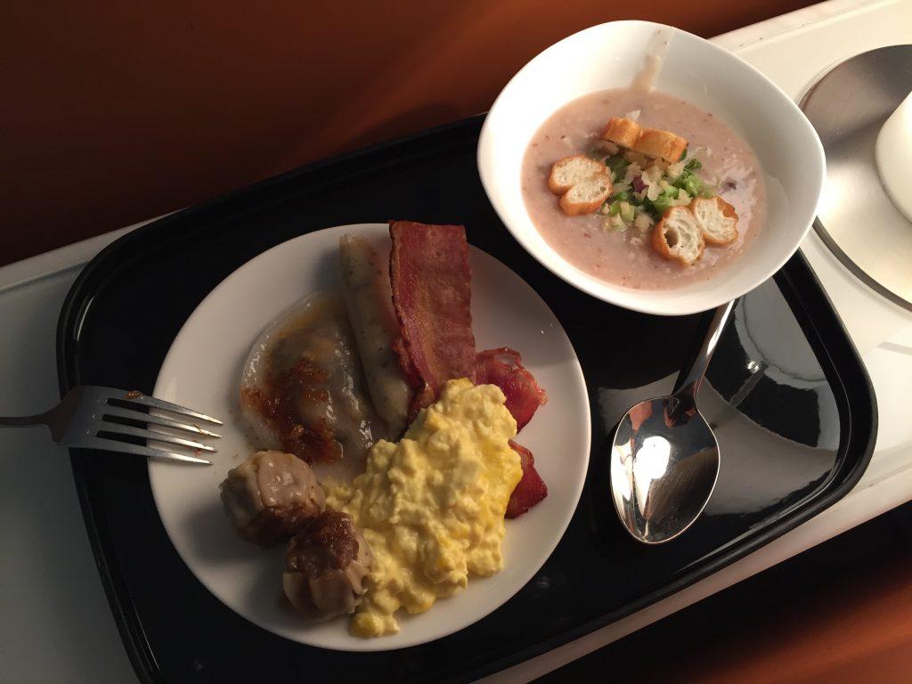 English breakfast at Hong Kong Cathay Pacific Business Class Lounge